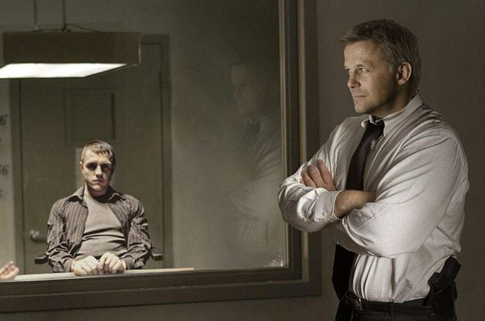 Огледало с еднопосочно виждане