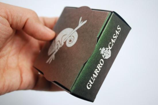 Кутийка без лепене с хамелеон ефект.