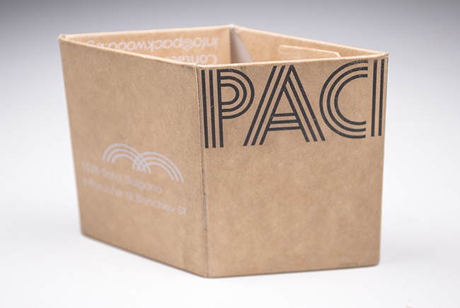 Визитка във вид на опаковка от крафт картон
