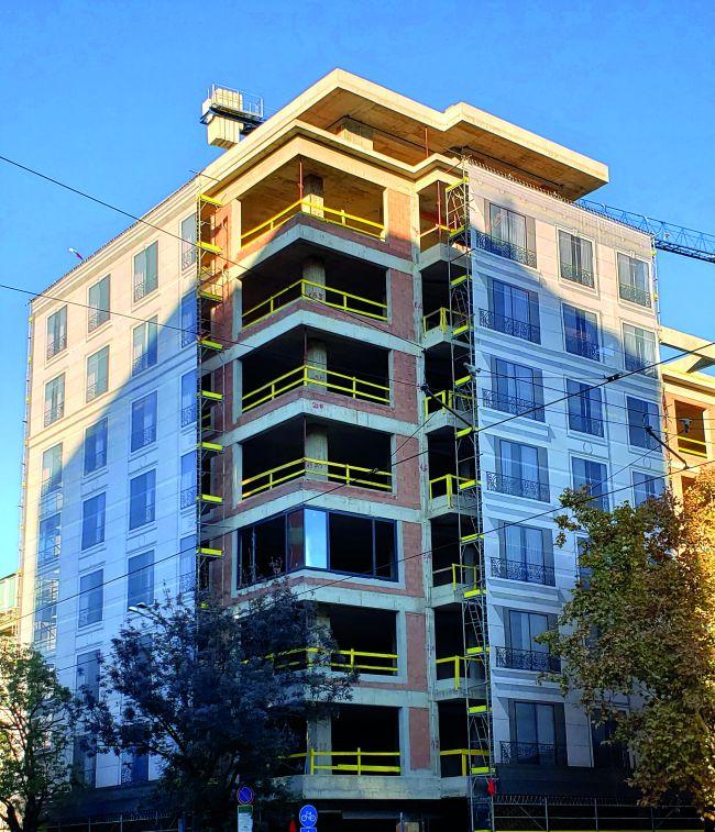 Брандиране фасади на сгради в строеж